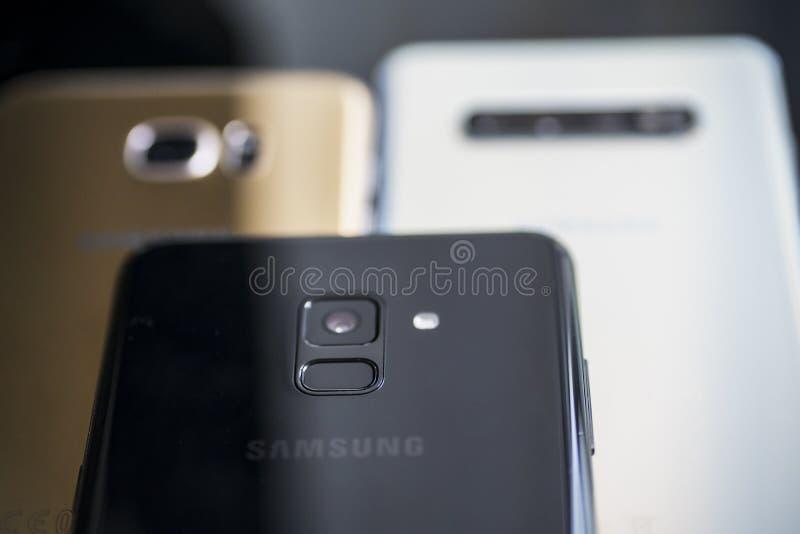 Tres diversos tipos de smartphone de Samsung imagen de archivo