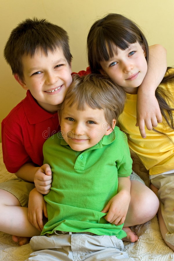 Tres felices, cabritos encantadores fotografía de archivo