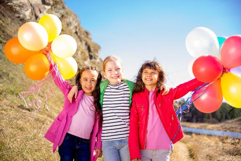 Tres hermanas celebran imágenes de archivo libres de regalías