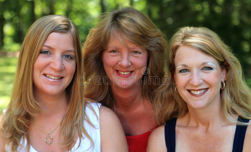 Tres hermanas felices 2 foto de archivo