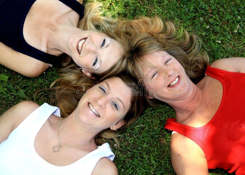 Tres hermanas felices 3 imagen de archivo libre de regalías