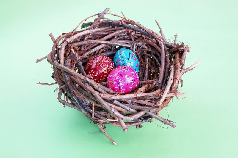 Tres huevos de Pascua en jerarquía fotografía de archivo libre de regalías