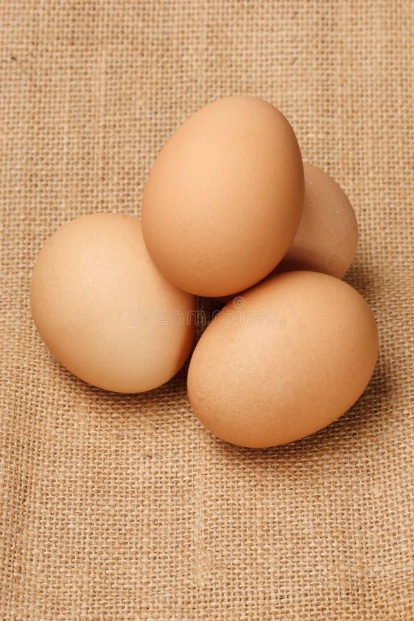 Tres huevos en el lino imagen de archivo