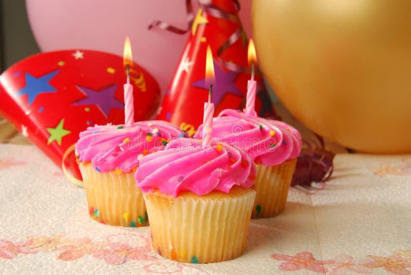Tres magdalenas del cumpleaños foto de archivo