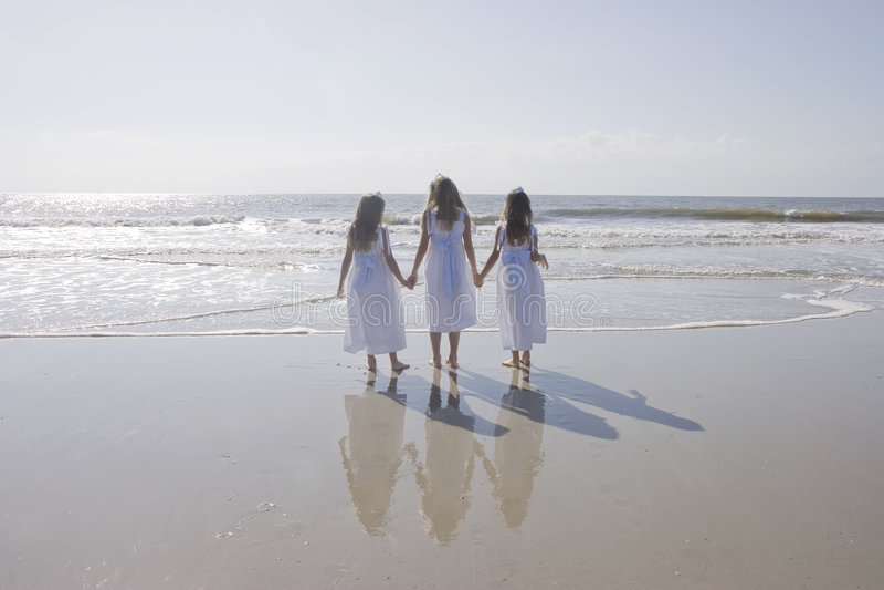 Tres manos de la explotación agrícola de Girlss fotos de archivo libres de regalías