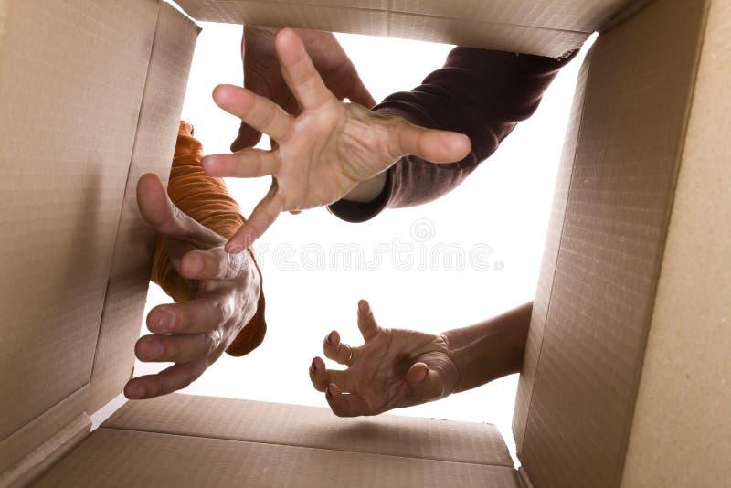 Tres manos que intentan alcanzar el contenido imagen de archivo libre de regalías