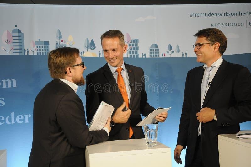 Tres ministro trustpilots de las visitas y rueda de prensa del control fotos de archivo libres de regalías