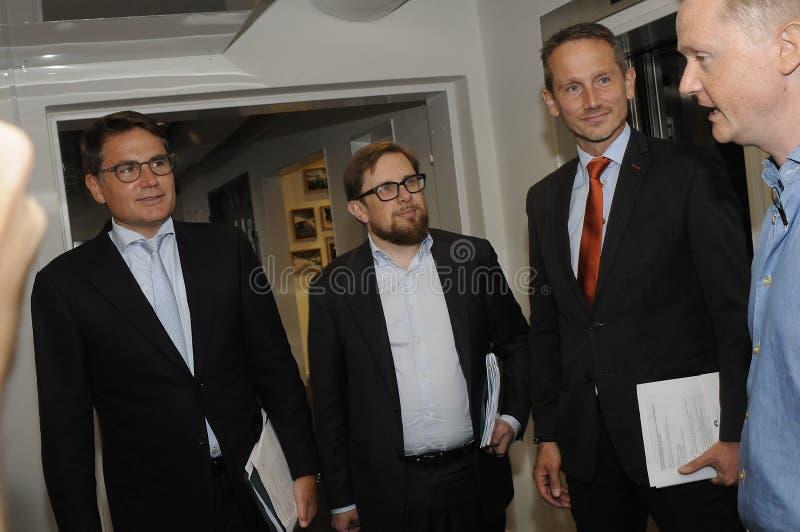 Tres ministro trustpilots de las visitas y rueda de prensa del control foto de archivo