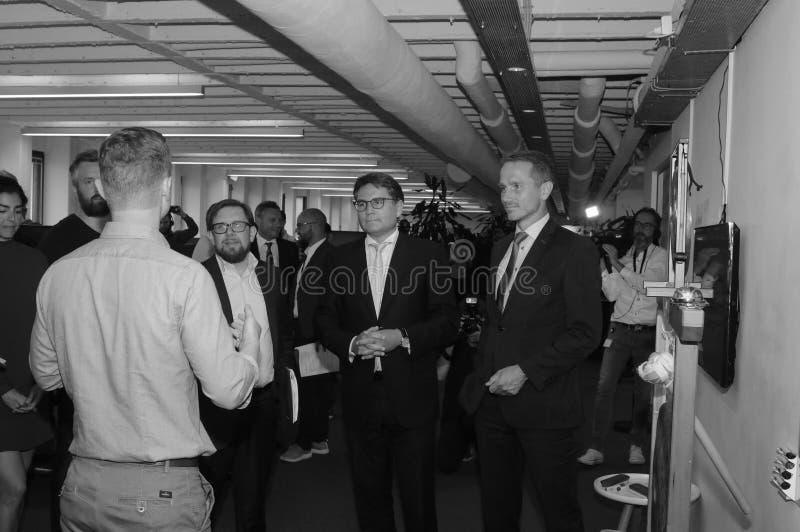 Tres ministro trustpilots de las visitas y rueda de prensa del control foto de archivo libre de regalías