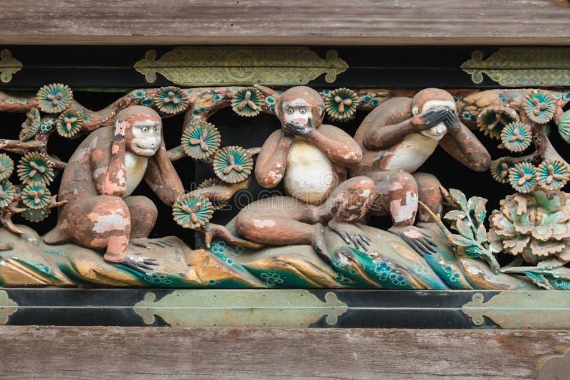 Tres monos sabios en la capilla de Toshogu, Nikko imagen de archivo