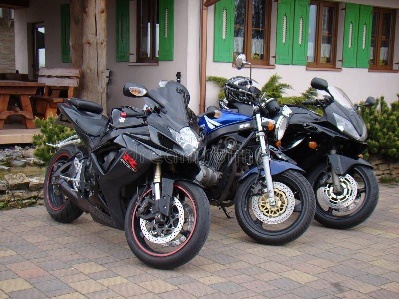 Tres motocicletas se divierten la bici Suzuki GS 500 GSX-600 y Honda CBR 600 imagen de archivo