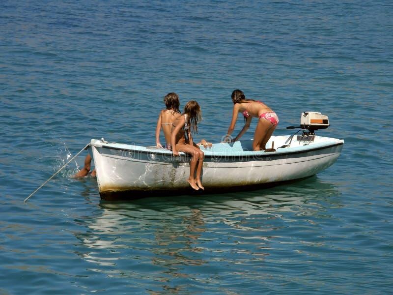 Tres muchachas a bordo foto de archivo