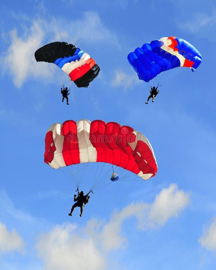 Tres paracaídas fotografía de archivo libre de regalías