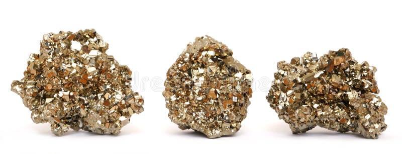 Tres pedazos de cristales de oro de la pirita fotos de archivo