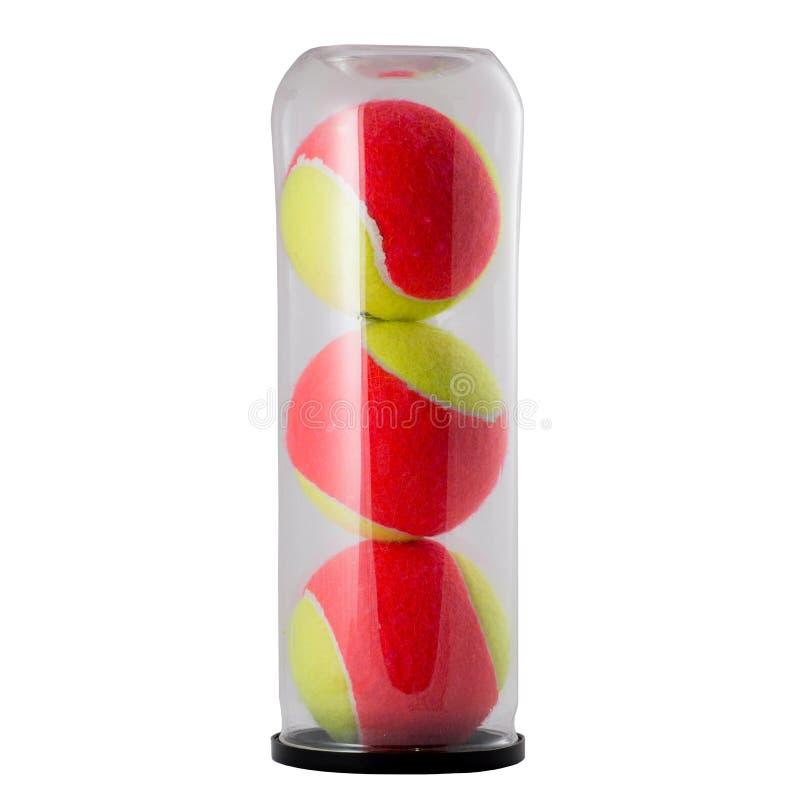 Tres pelotas de tenis en el pote aislado en blanco fotografía de archivo libre de regalías