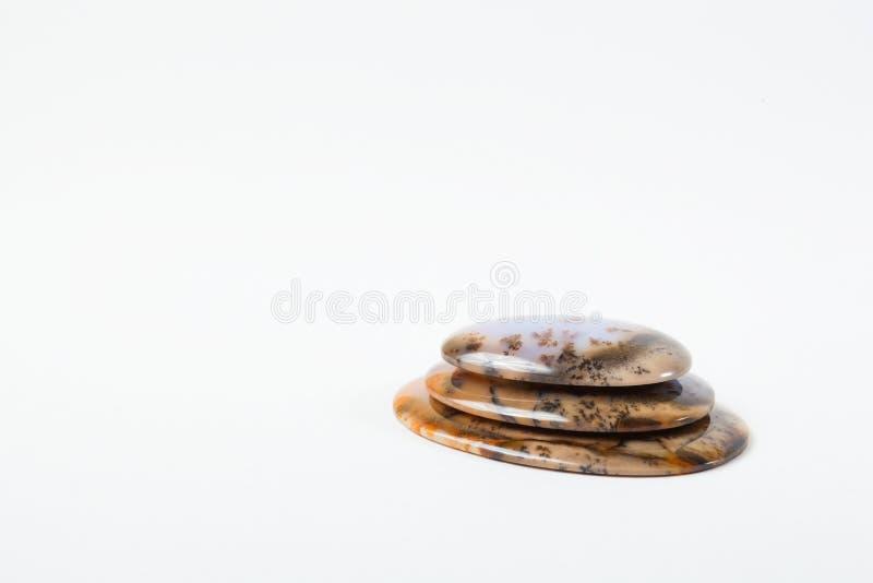 Tres piedras preciosas en el fondo blanco imagenes de archivo