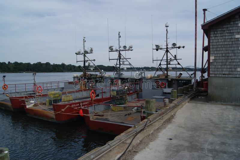 Download Tres por el mar foto de archivo editorial. Imagen de para - 100525833