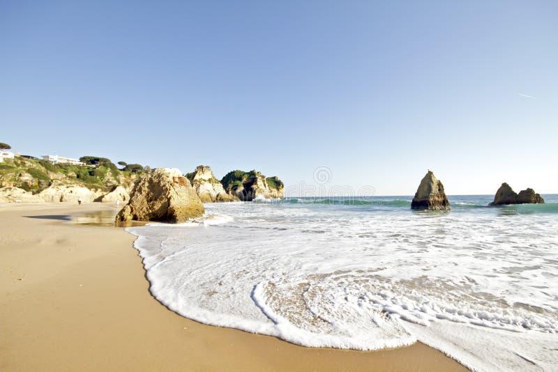 tres praia Португалии irmaos alvor стоковые фото