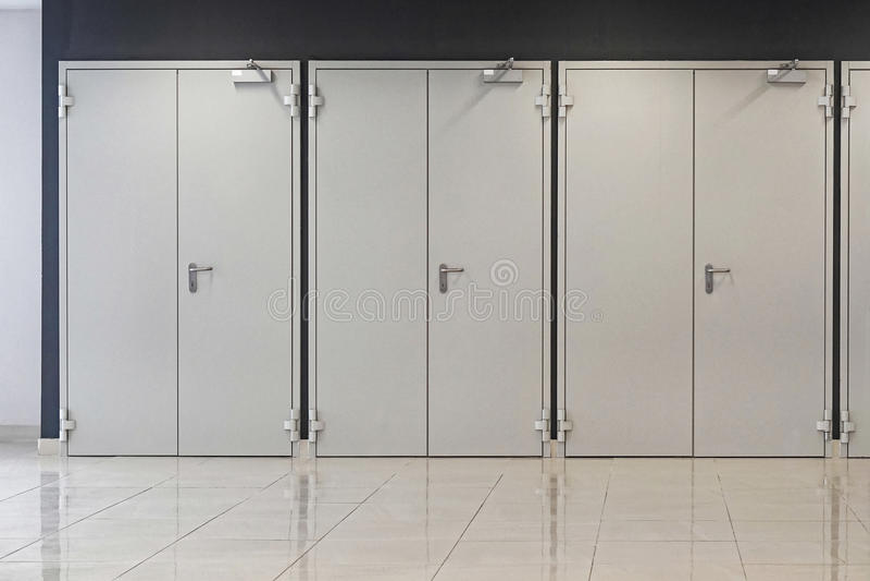 Tres puertas dobles imagen de archivo
