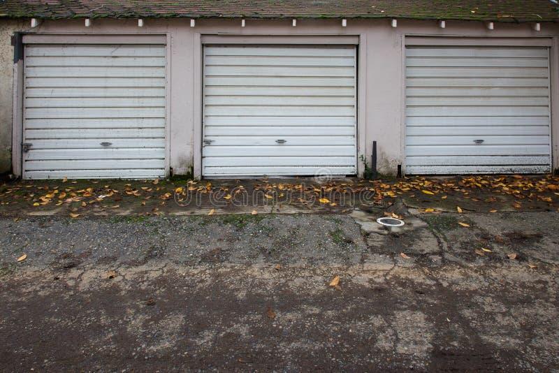 Tres puertas viejas del garage fotografía de archivo libre de regalías