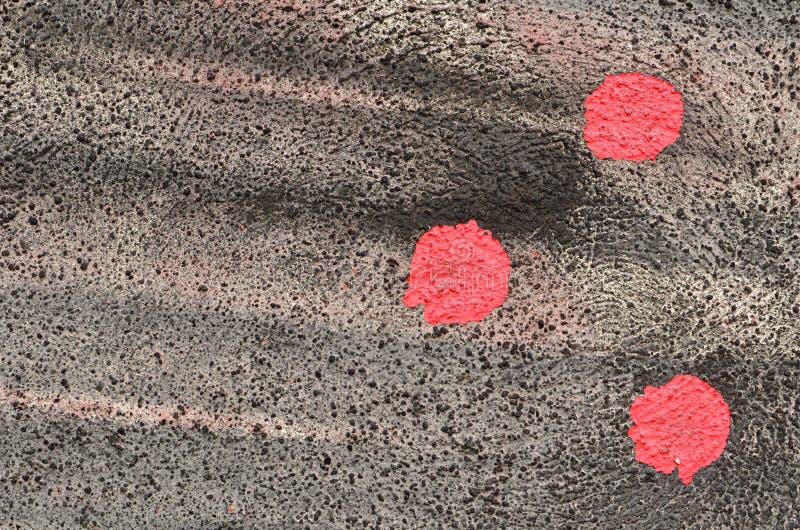 Tres puntos rojos en negro fotos de archivo libres de regalías