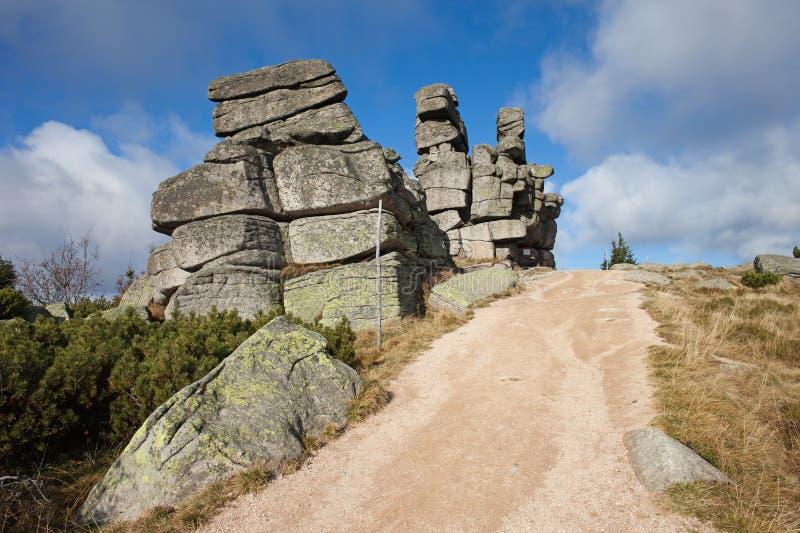 Tres rocas de los cochinillos en las montañas de Karkonosze imagen de archivo