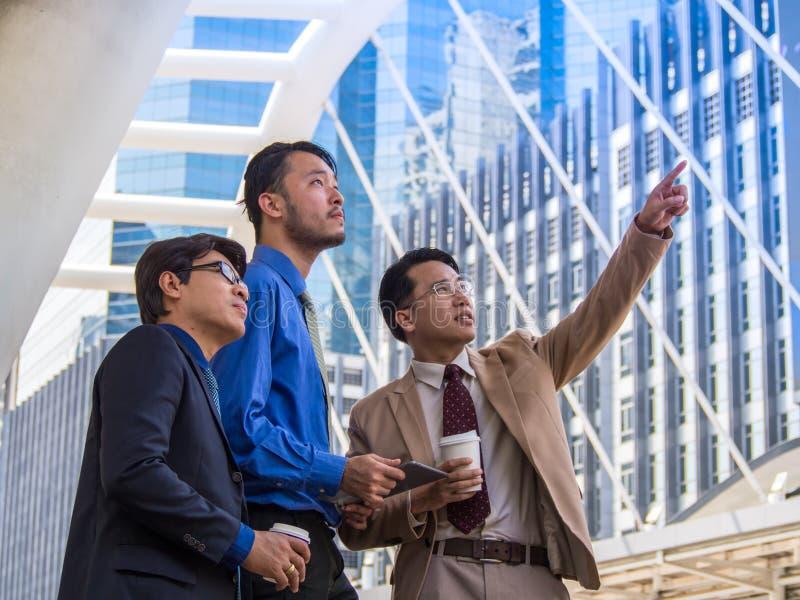 Tres socios comerciales asiáticos imagen de archivo