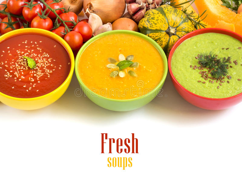 Tres sopas y verduras frescas fotos de archivo