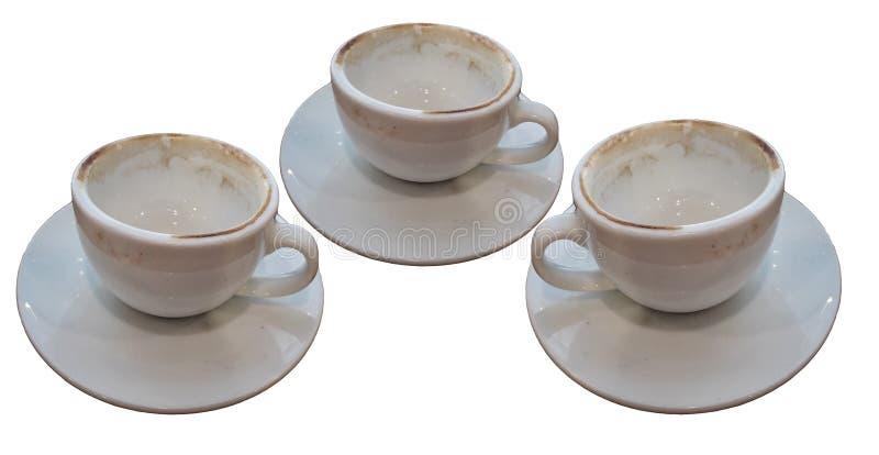Tres sucios utilizaron la taza de café vacía aislada en los fondos blancos foto de archivo libre de regalías