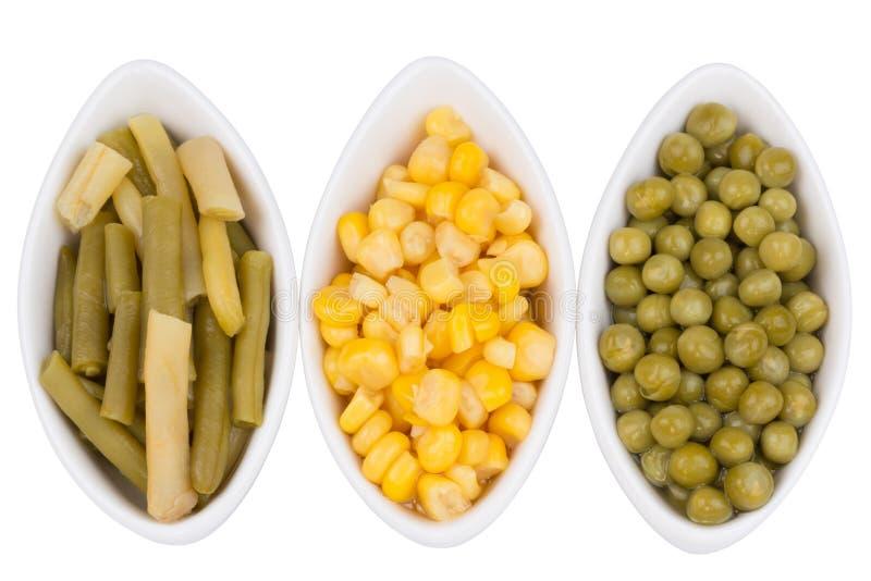 Tres tazas de maíz, de guisantes verdes y de habas foto de archivo libre de regalías