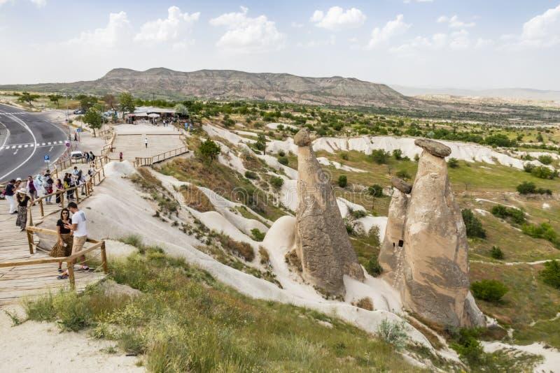 Tres tolerancias son las tres chimeneas de hadas brillantes situadas en Urgup, distrito de Nevsehir ?l fotos de archivo libres de regalías