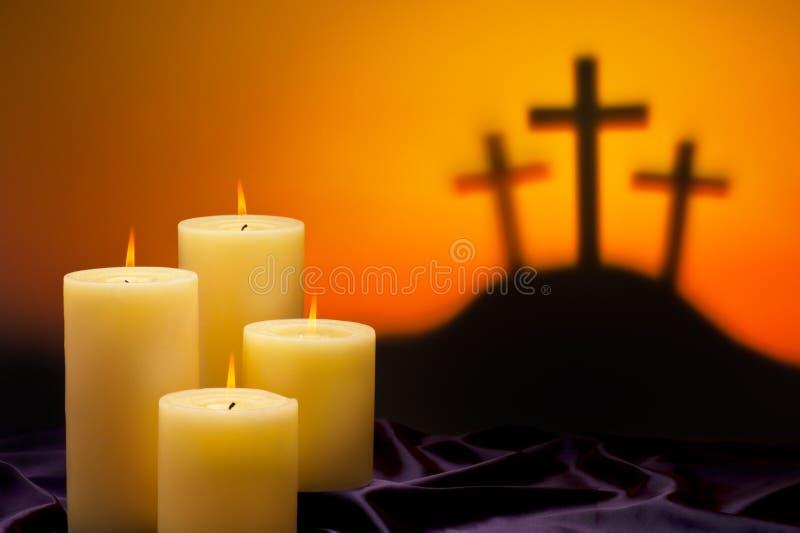 Tres velas de las cruces de esperanza fotos de archivo