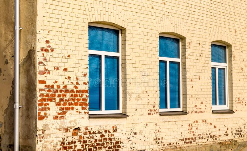 Tres ventanas azules en fila imagen de archivo