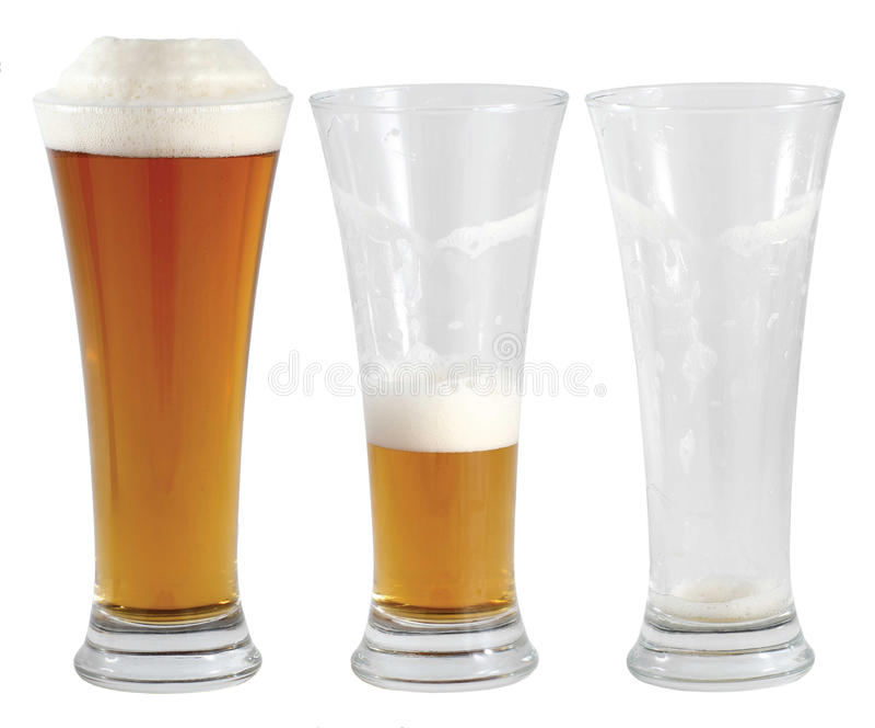 Tres vidrios de cerveza imagenes de archivo