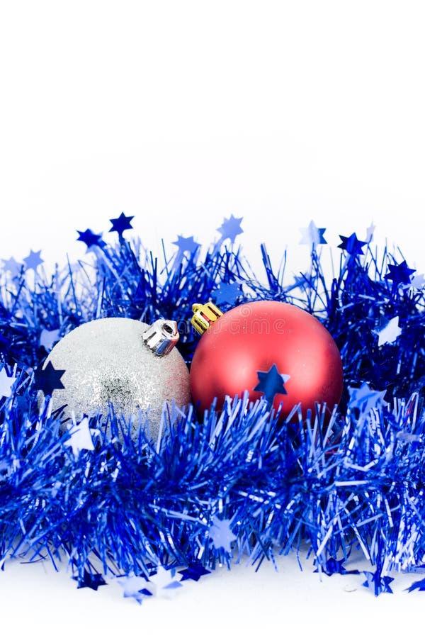 tresse argentée rouge de Noël bleu de billes images libres de droits