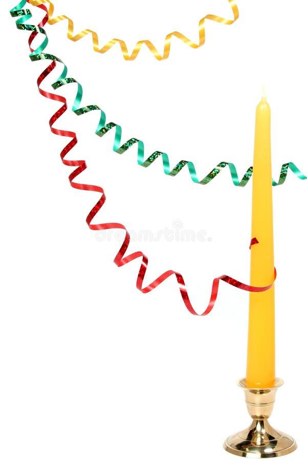 Tresse de célébration multicolore et bougie d'an neuf image libre de droits