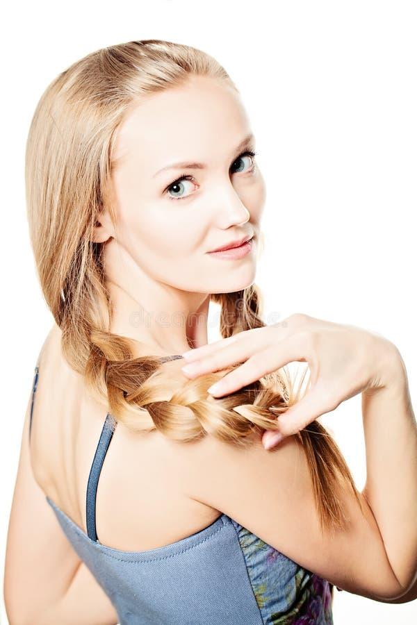 Tresse de cheveux beau long femme de cheveu blond photo libre de droits