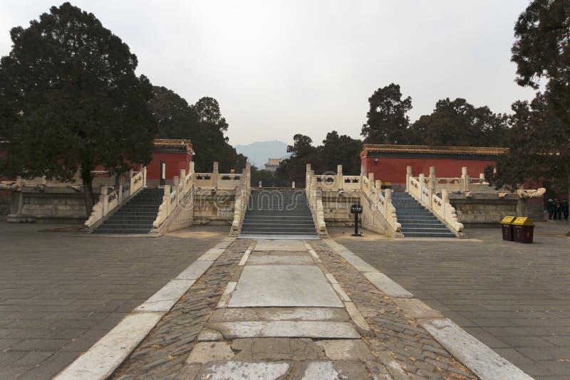 Tretton gravvalv av Ming Dynasty royaltyfria bilder