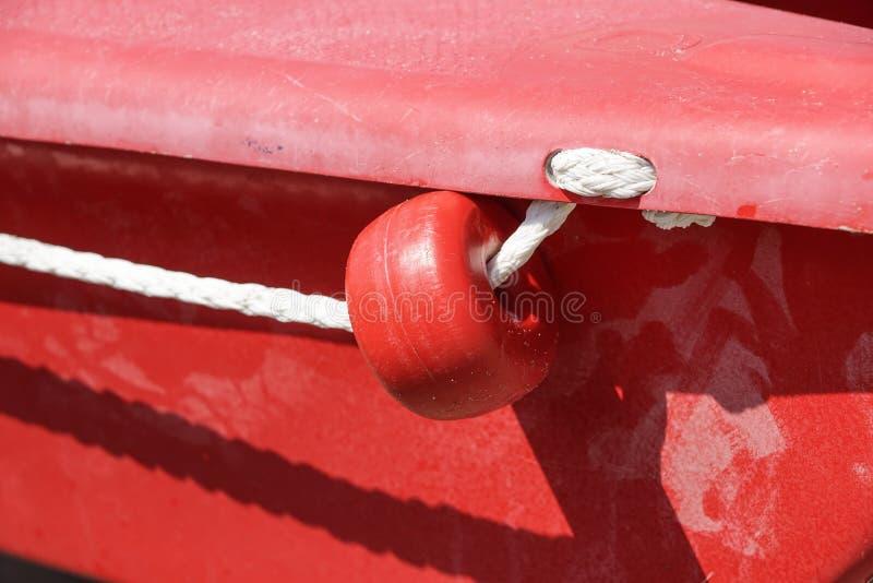 Treuil avec la corde sur le bateau à voile photo libre de droits