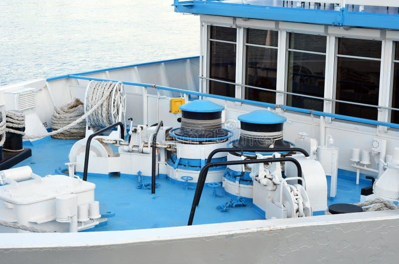 Treuil de point d'attache de grand bateau photos stock
