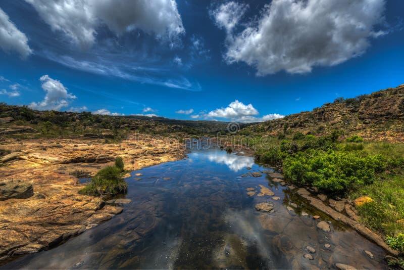 Treur flodkorsning arkivfoton