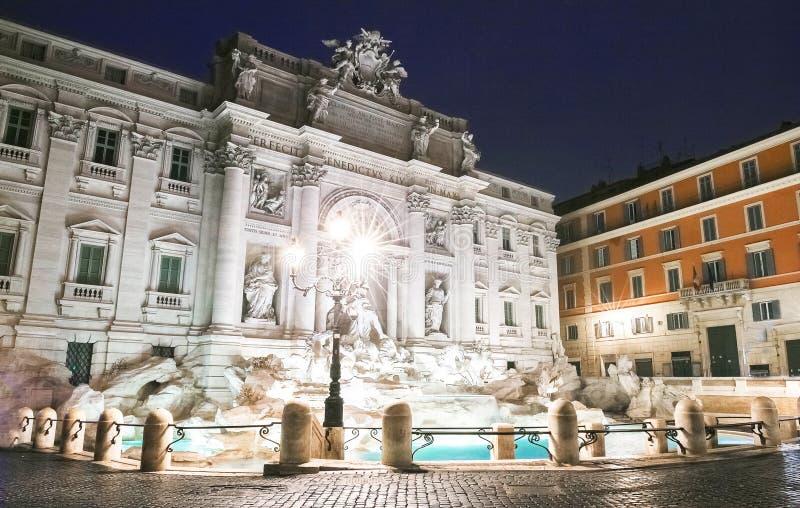 Trevi喷泉在夜之前,罗马,意大利 库存图片