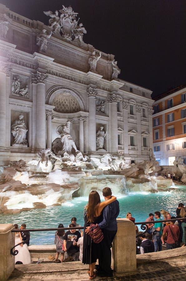 Download Trevi-Brunnen in Rom redaktionelles stockfotografie. Bild von italienisch - 96932057