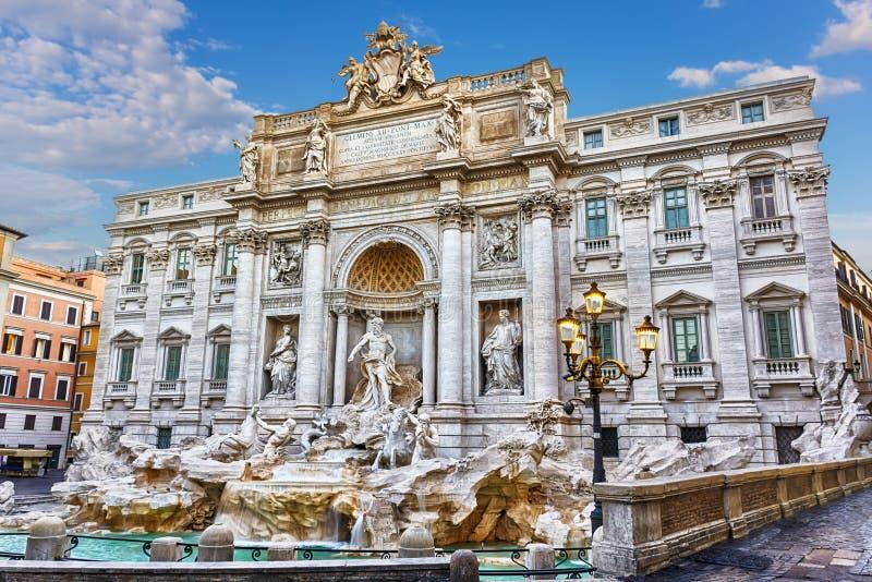 Trevi fontanna w pogodnym letnim dniu zdjęcie royalty free