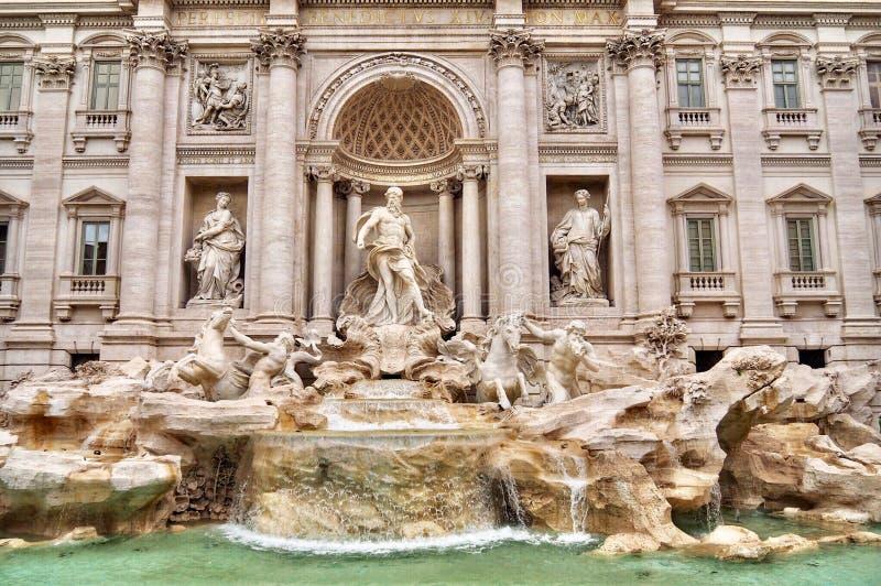 Trevi fontein in Rome, Italië April 2018 stock foto's