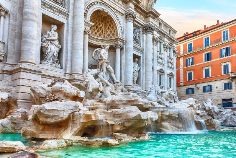 Trevi-springbrunn i Rome, en berömd italiensk sikt arkivfoton