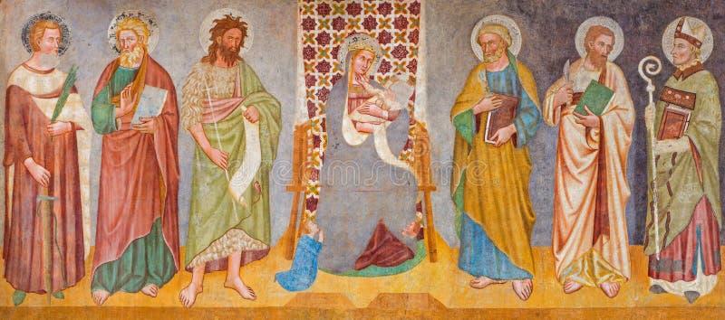 Treviso - Fresko van Madonna en de heiligen in Sinterklaas of de kerk van San Nicolo van 14 cent stock foto's