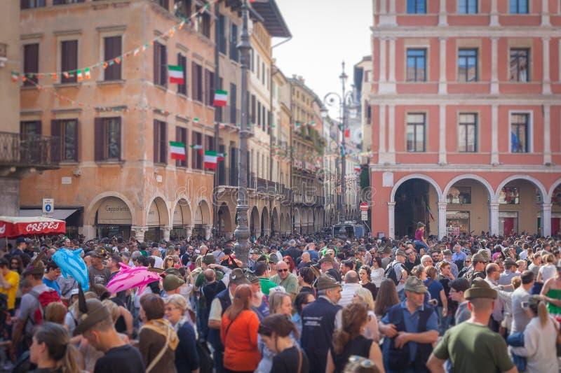 TREVISO, ITALIË - MEI 13: nationale assemblee van de Italiaanse veteranen alpiene troepen stock foto's