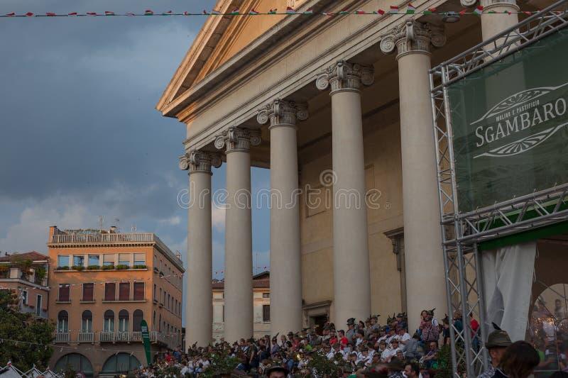 TREVISO, ITALIA - 13 MAGGIO: assemblea nazionale delle truppe alpine dei veterani italiani fotografia stock libera da diritti