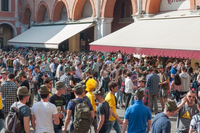 TREVISO WŁOCHY, MAJ, - 13: zgromadzenie narodowe włoskich weteranów wysokogórscy oddziały wojskowi obraz stock